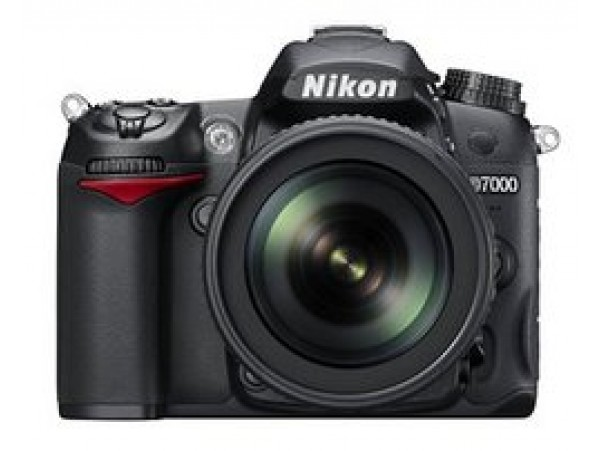Nikon D7000 With 18-200mm Lens